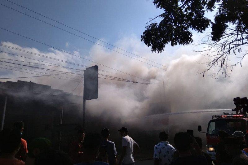 Jelang Lebaran, konter HP di Lombok Batunyala Loteng ludes terbakar