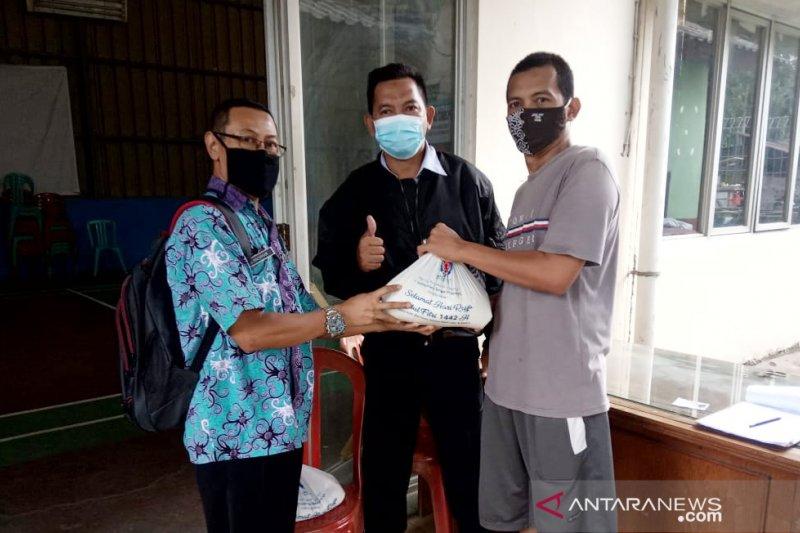 Indocement salurkan Zakat Fitrah ke 12 desa di Bogor