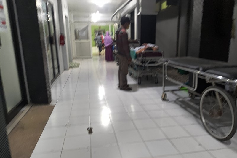 Ratusan petasan meledak melukai belasan pemuda di Tulungagung