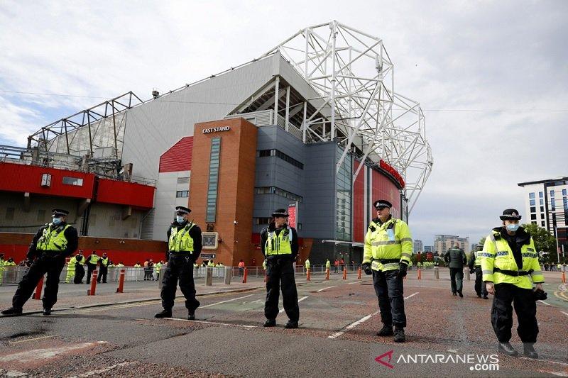 Komplek stadion Old Trafford dijaga ketat jelang MU vs Leicester