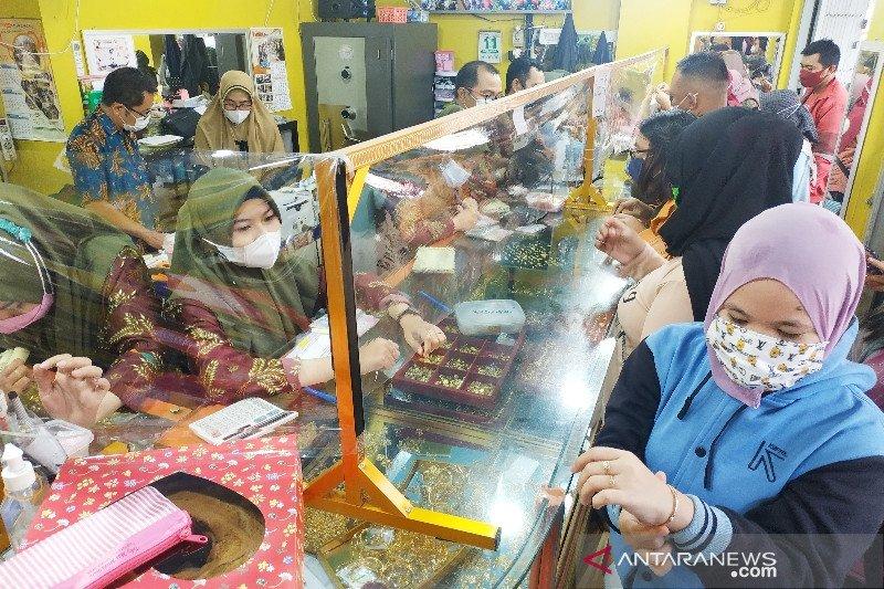 Pedagang perhiasan di Sampit sebut transaksi meningkat hingga 50 persen