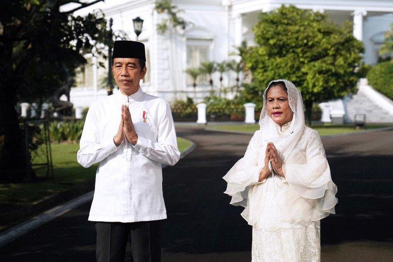Presiden Joko Widodo dan Ibu Negara Iriana ucapkan selamat Idul Fitri