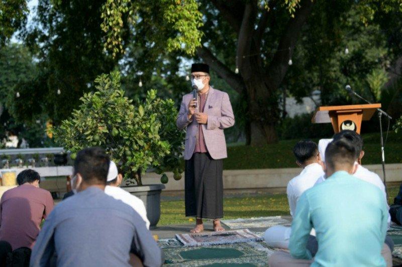 Gubernur Emil dan keluarga rayakan Idul Fitri di rumah dinas