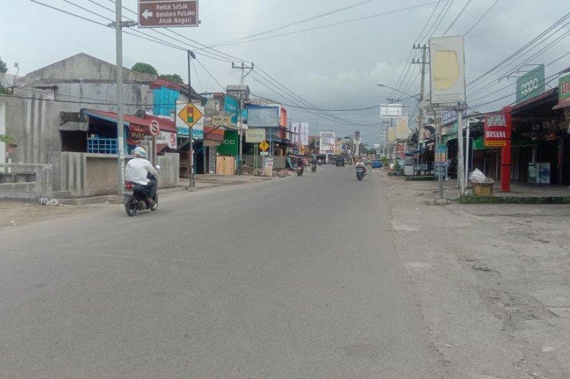 Hari pertama Lebaran aktivitas ibu kota Pasaman Barat sepi, toko tutup