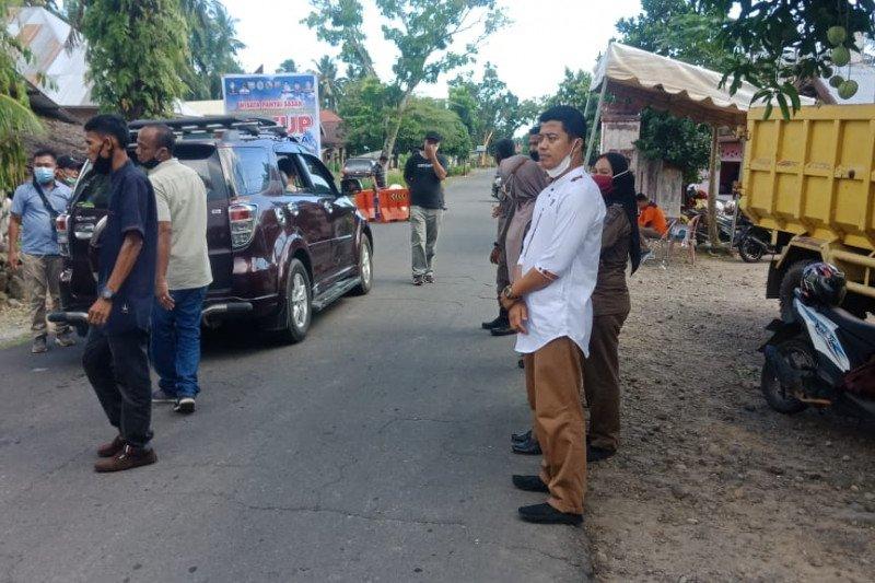 Tutup selama libur Lebaran, ratusan kendaraan menuju wisata Sasak Pasaman Barat disuruh berbalik
