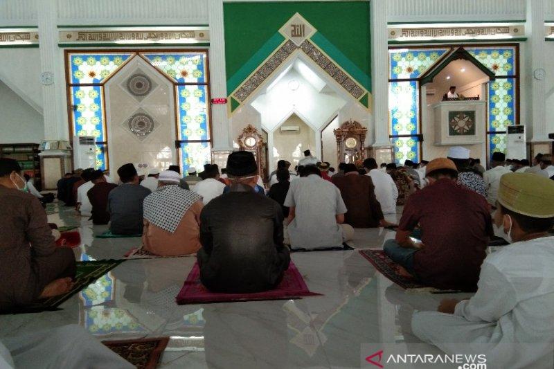 Shalat Idul Fitri di Kendari dilaksanakan di masjid-jalan dan lapangan