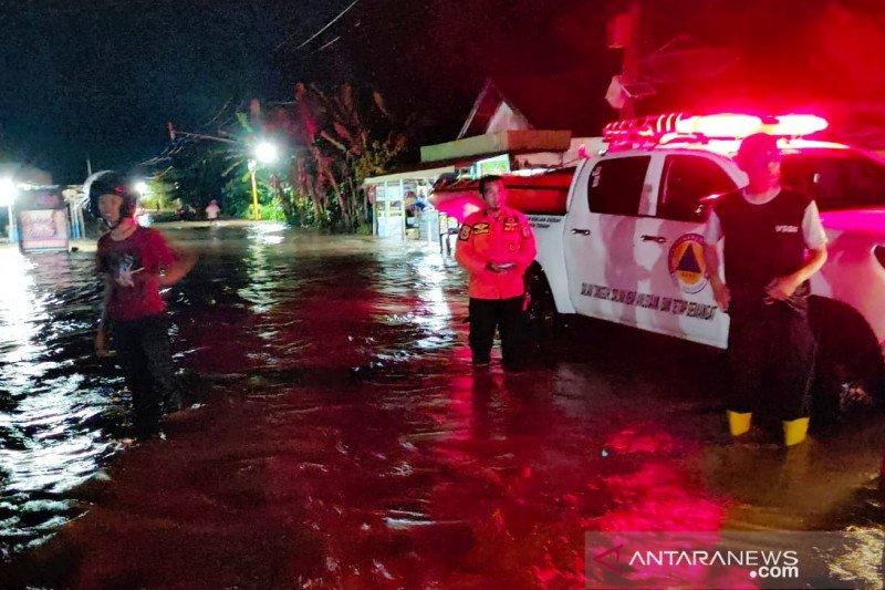 Banjir landa 2 kabupaten di Kalsel