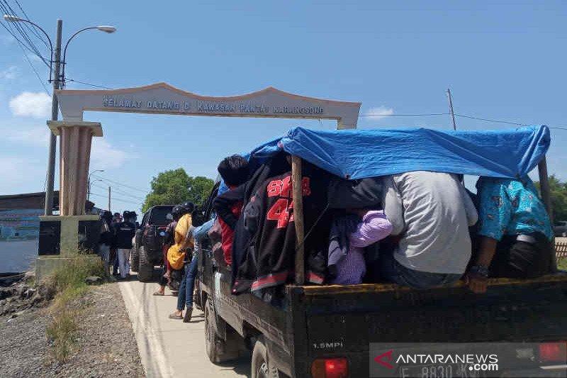Kunjungan wisatawan ke Pantai Indramayu meningkat pada hari kedua Lebaran