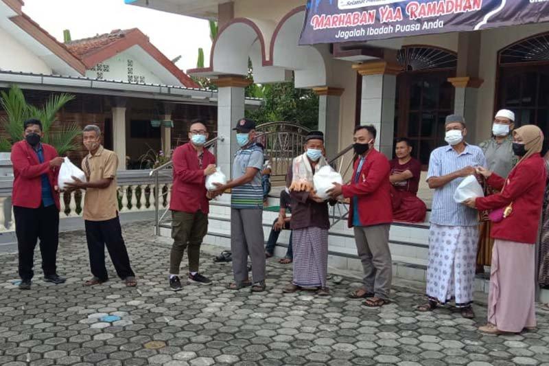 Tutup Bulan Suci Ramadhan, IMM Kedokteran UMP dan IMM Banyumas berbagi kegembiraan
