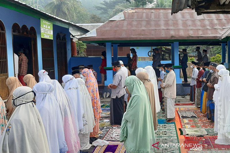 Penganut Islam Aboge di Banyumas melaksanakan Shalat Id pada Jumat ini