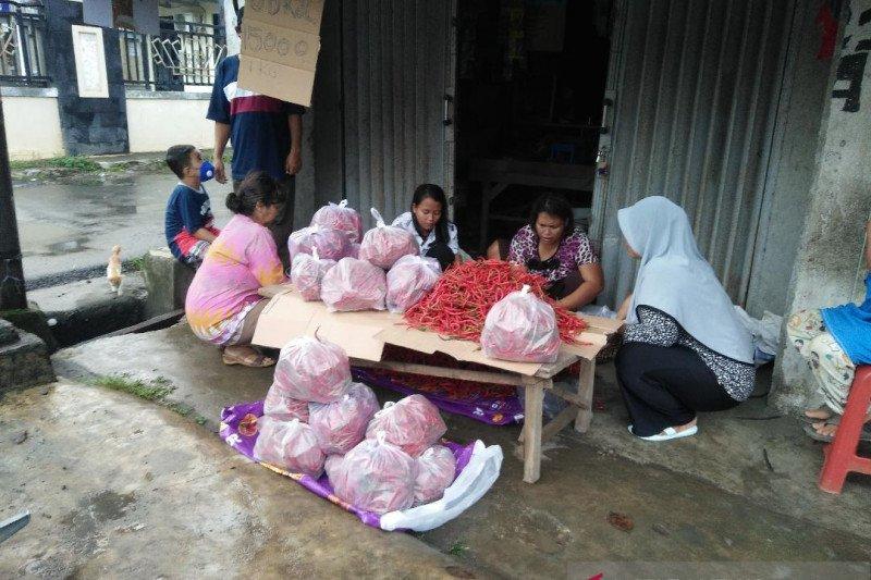 Pedagang obral cabai merah Rp15.000/g