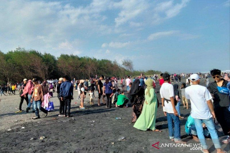Alasan petugas gabungan tutup semua obyek wisata pantai selatan Cianjur
