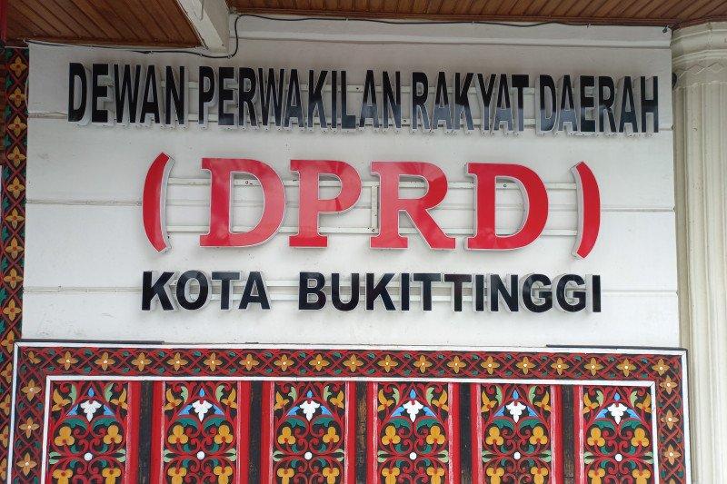 """""""Silaturahmi panas"""", DPRD nilai penyampaiannya dipotong kurang sopan, mahasiswa """"Walk Out"""" dan tuding anggota dewan pukul meja"""