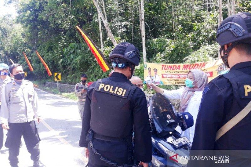 13 sepeda dipaksa putar balik di perbatasan Sumbar-Riau