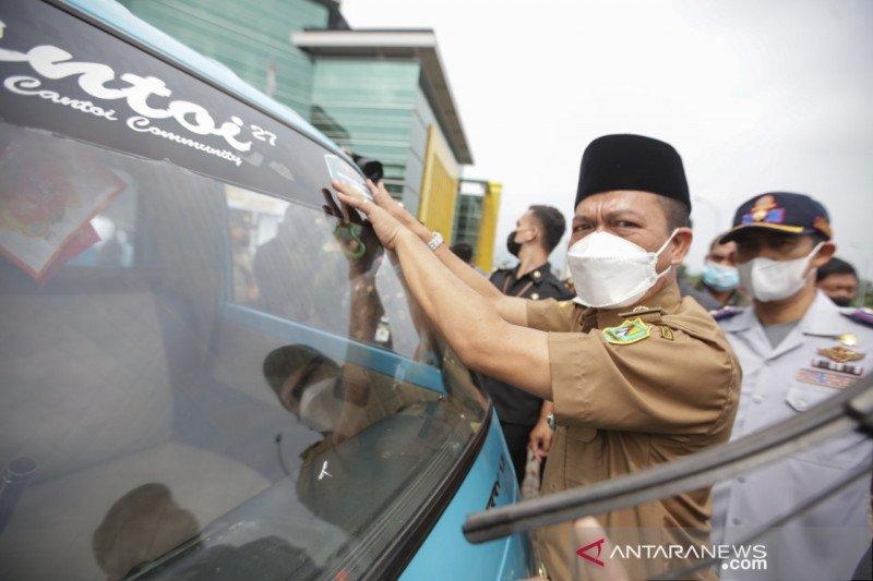 Pemerintah Kabupaten Bandung kerahkan 105 angkot antar 742 lansia jalani vaksinasi