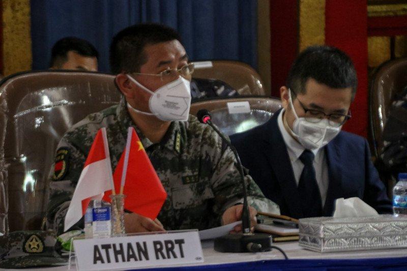 Kapal Tiongkok serahkan temuan pecahan kapal KRI  Nanggala ke Indonesia