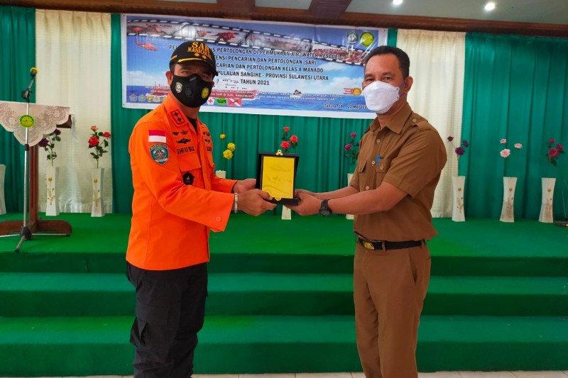 Basarnas Manado  latih warga Tahuna penyelamatan kecelakaan dalam air