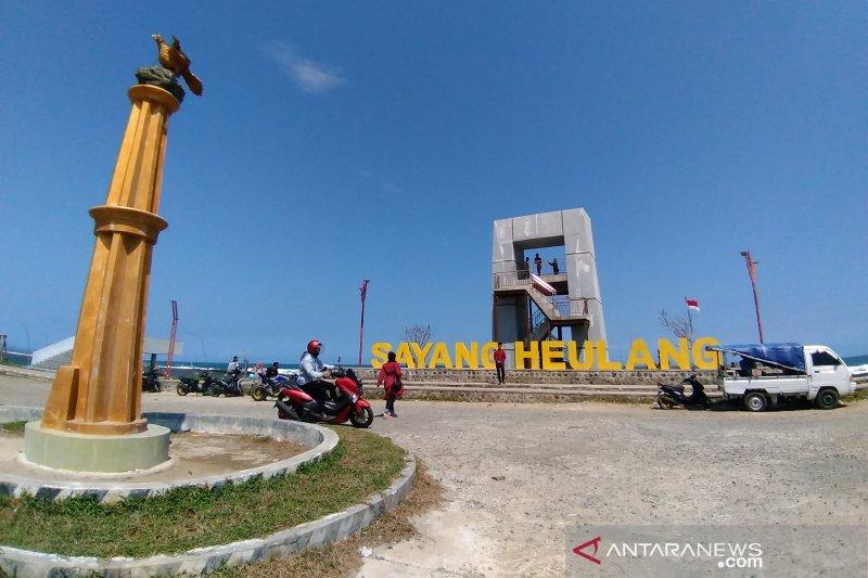 Pemprov Jabar kucurkan Rp15 miliar untuk bangun wisata Pantai Sayang Heulang