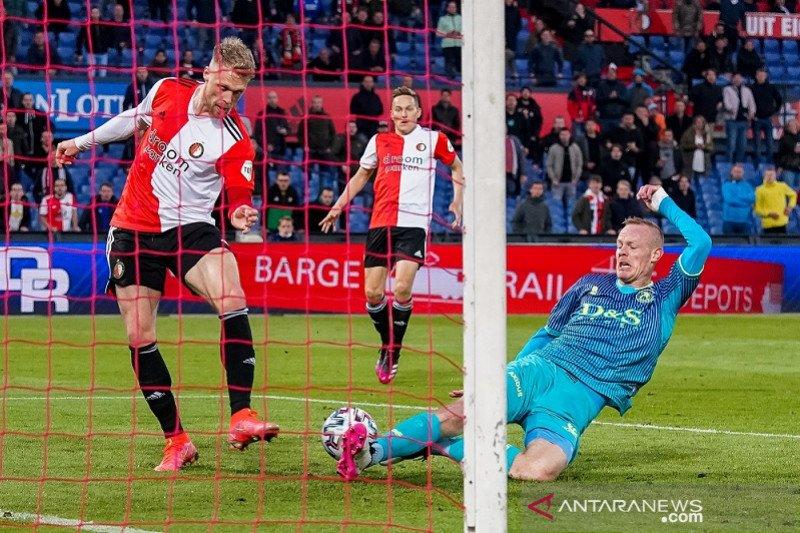 Feyenoord versus Utrecht pada final Liga Conference