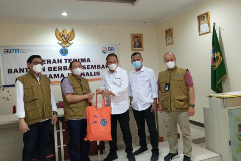 PWI Peduli Jabar-BRI salurkan bantuan bagi warga terdampak pandemiCOVID-19