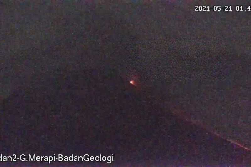 Dua awan panas guguran Merapi meluncur hingga 2 km