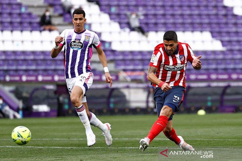 Luis Suarez bertahan di Atletico Madrid setidaknya semusim lagi