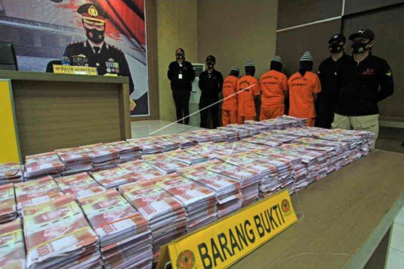 Polres Indramayu tangkap pengedar uang palsu senilai Rp11,5 miliar - ANTARA  News