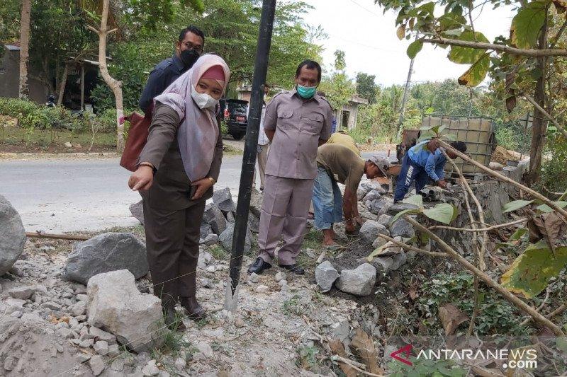 Komisi III DPRD Kulon Progo meninjau pembangunan jalan Kepek-Margosari