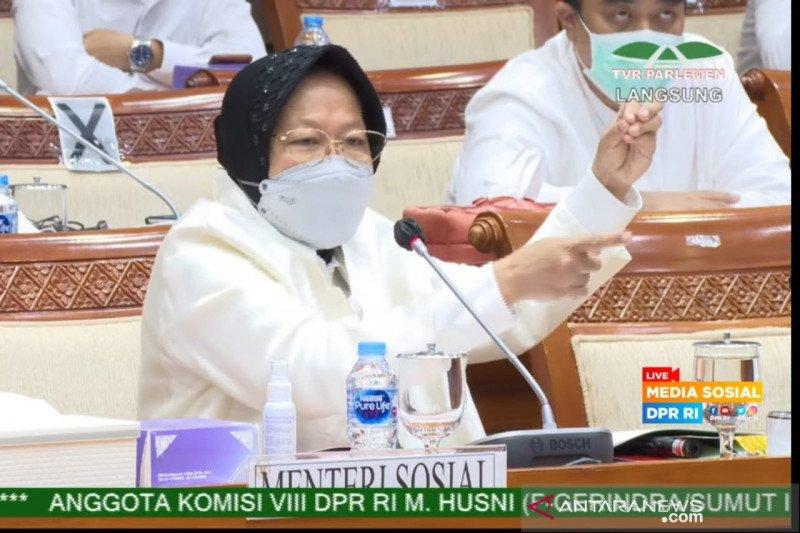 Mensos Risma sampaikan persoalan data bansos ke DPR