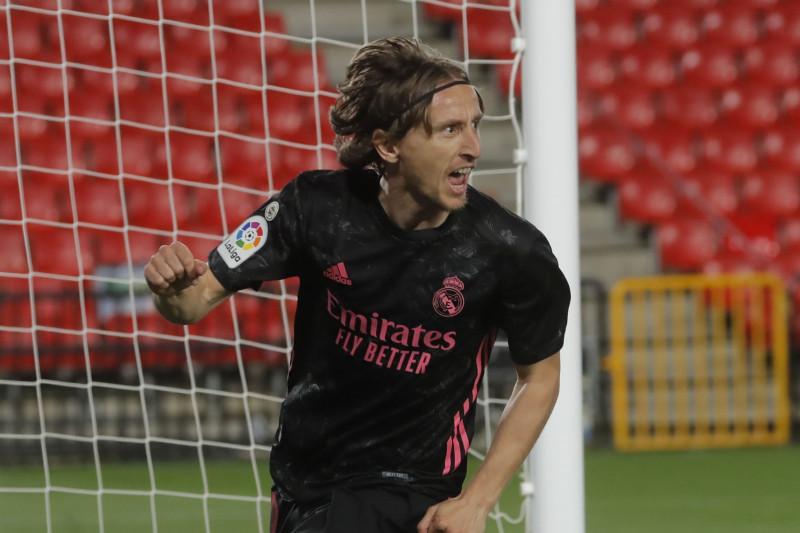 Luka Modric bertahan di Real Madrid satu musim lagi