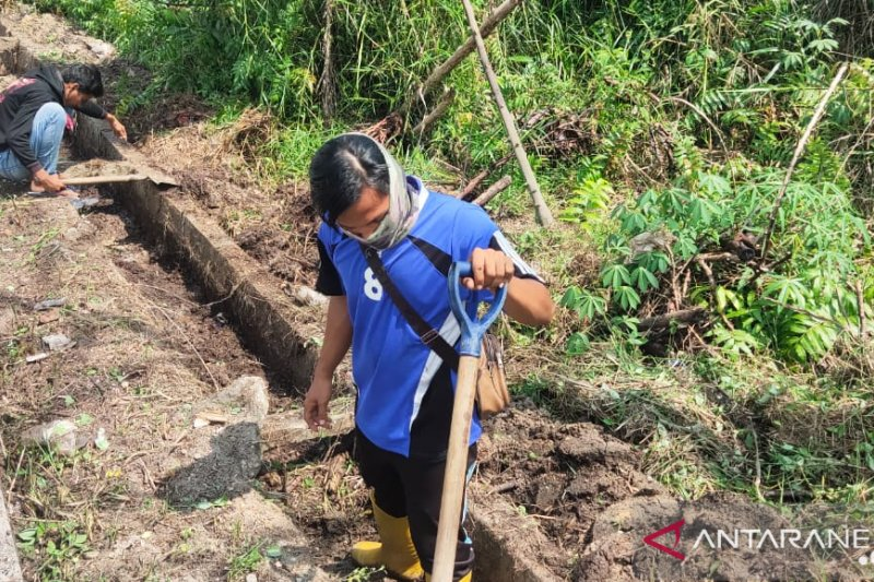 Terima keluhan warga, Dinas Perkim Pekanbaru akhirnya pelihara jalan dan drainase