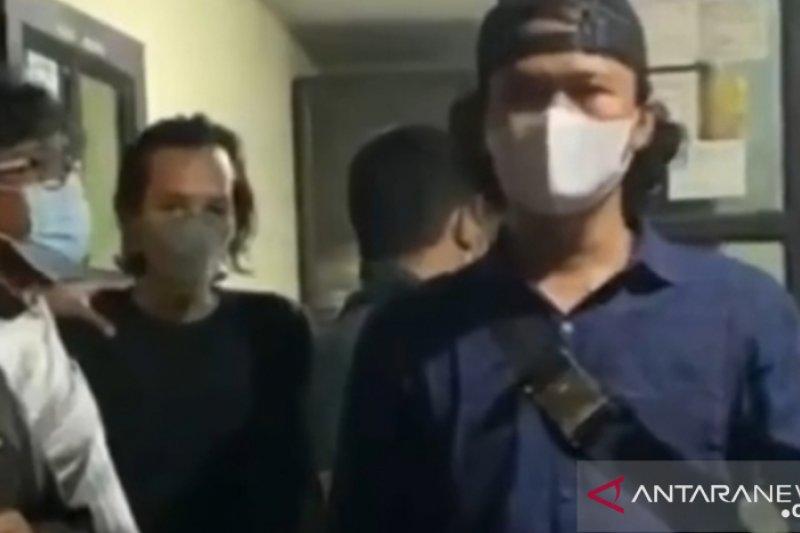 Polisi tangkap pengunggah video Al Quran dibakar