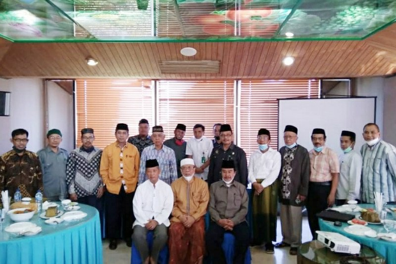 AGH Najamuddin Abd Safa gantikan Sanusi Baco sebagai Rais Syuriah PWNU Sulsel