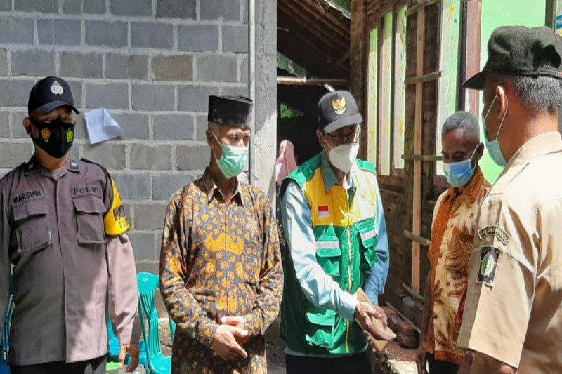 Anggota Fraksi Golkar dampingi penerima bantuan rehab RTLH di Galur