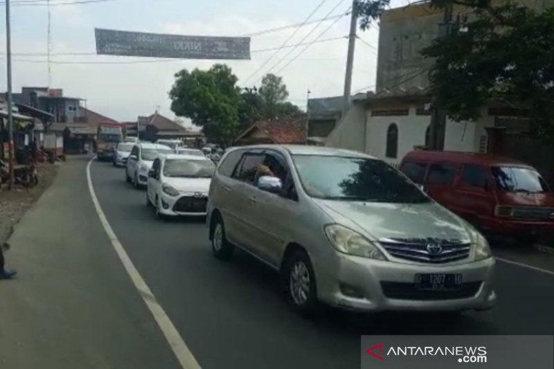Jalur selatan Jawa Barat lintas Garut padat saat libur Waisak