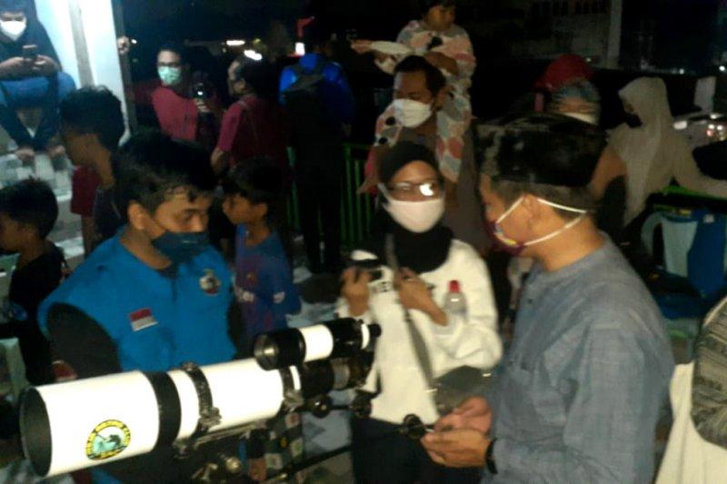 """Warga Yogyakarta antusias menyaksikan """"super blood moon"""""""