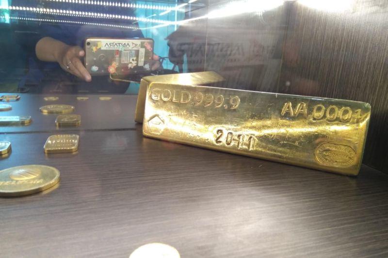 Harga emas turun tertekan penguatan dolar