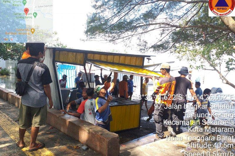 BPBD Mataram: delapan lapak PKL Pantai Loang Baloq terdampak banjir rob