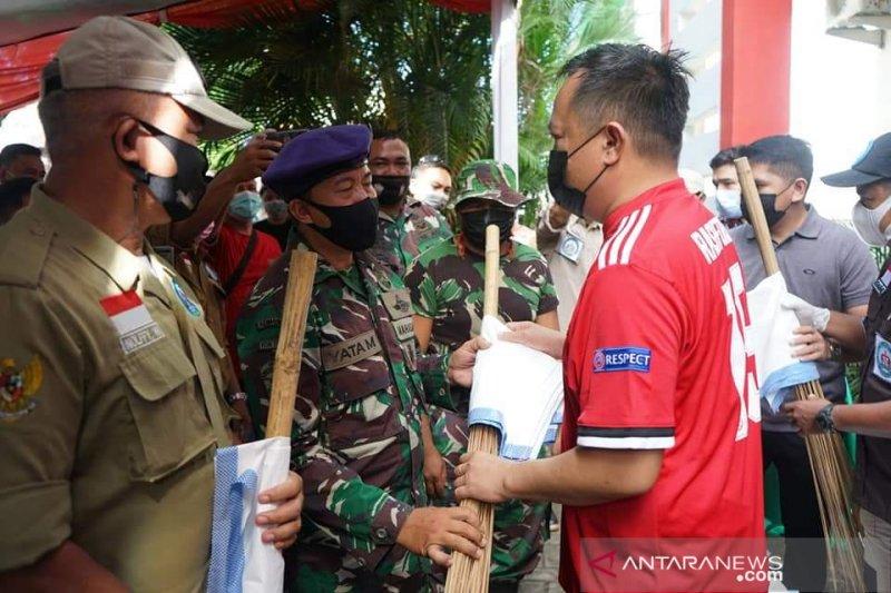Wawali Manado Richard Sualang pimpin bersih-bersih pasar
