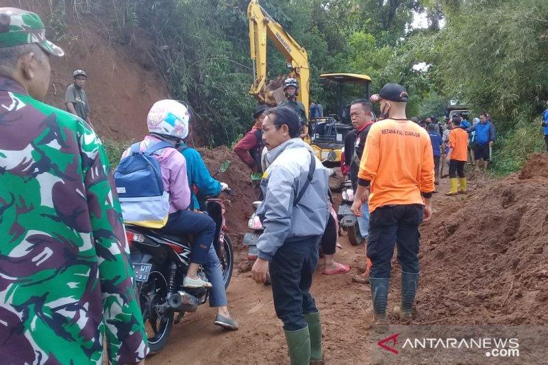 Dua ruas jalan tertutup longsor di Cianjur sudah bisa dilalui