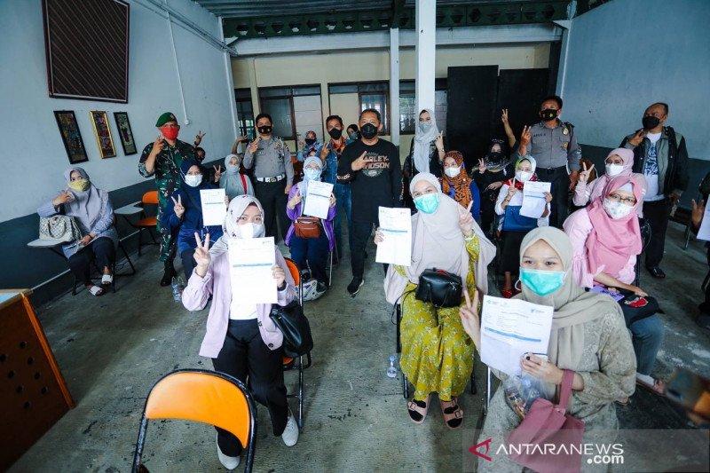 Pemkot Bandung optimistis vaksinasi guru tuntas awal Juni