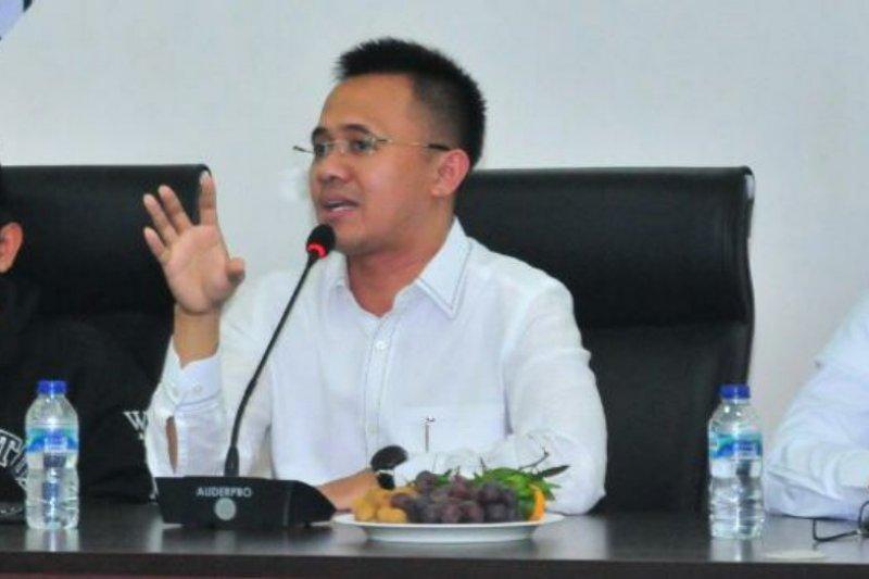 Anggota DPR soroti sejumlah menteri keliling kampanye caketum Kadin
