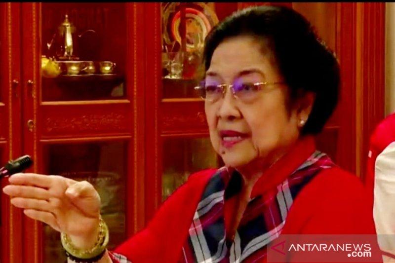 Megawati minta kader beri perhatian rakyat di desa