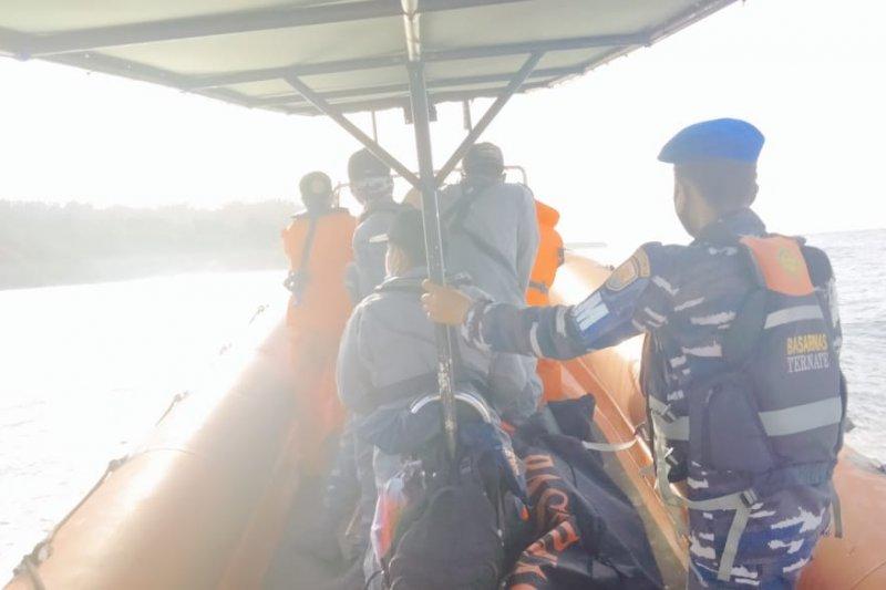 Tim SAR cari satu korban hilang penumpang KM Karya Jaya yang terbakar di Kepulauan sula