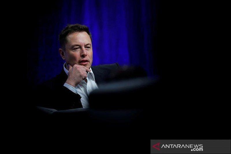 Elon Musk batalkan produksi Tesla Model S Plaid Plus