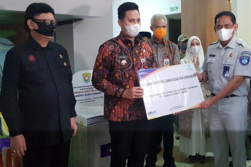 Jasa Raharja Jateng serahkan ratusan buku untuk Pojok Baca MPP Kendal