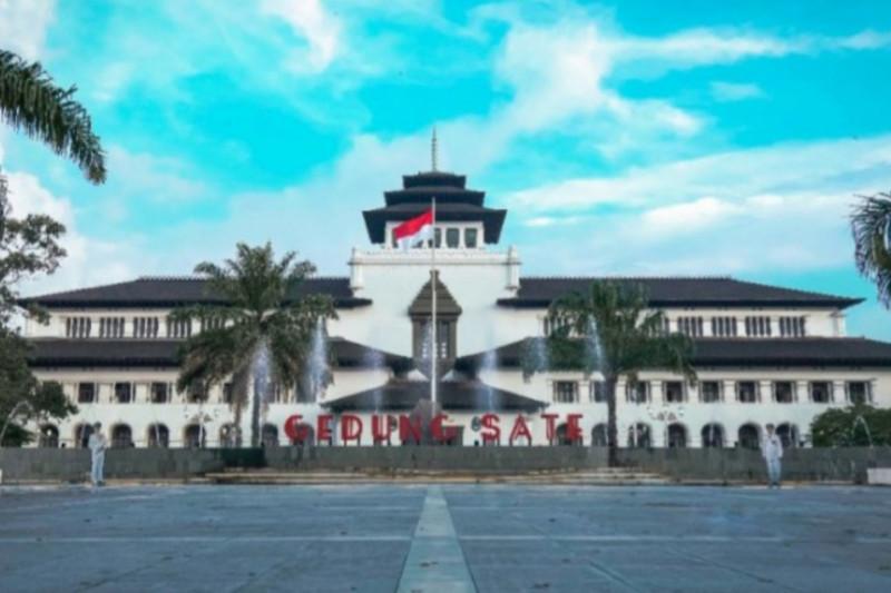 Gedung Sate Bandung ditutup hingga 9 Juni terkait 31 orang positif COVID-19