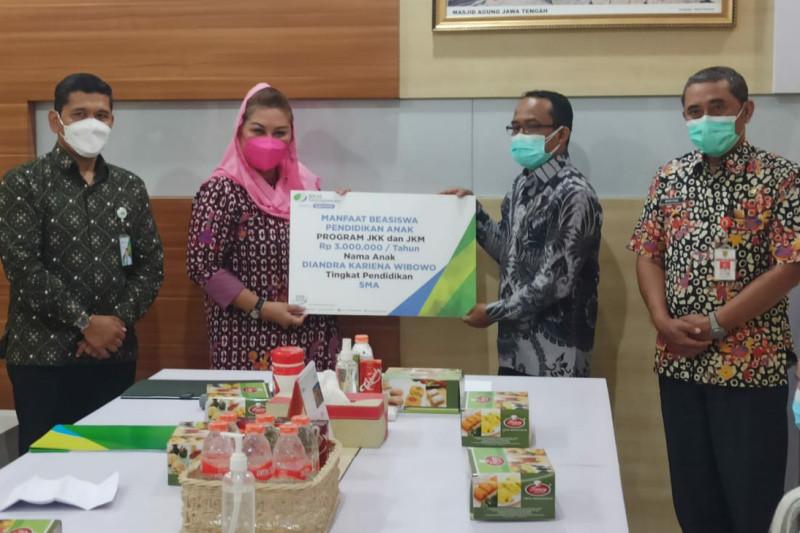Meninggal karena COVID-19, BPJAMSOSTEK Semarang Pemuda berikan santunan ke ahli waris