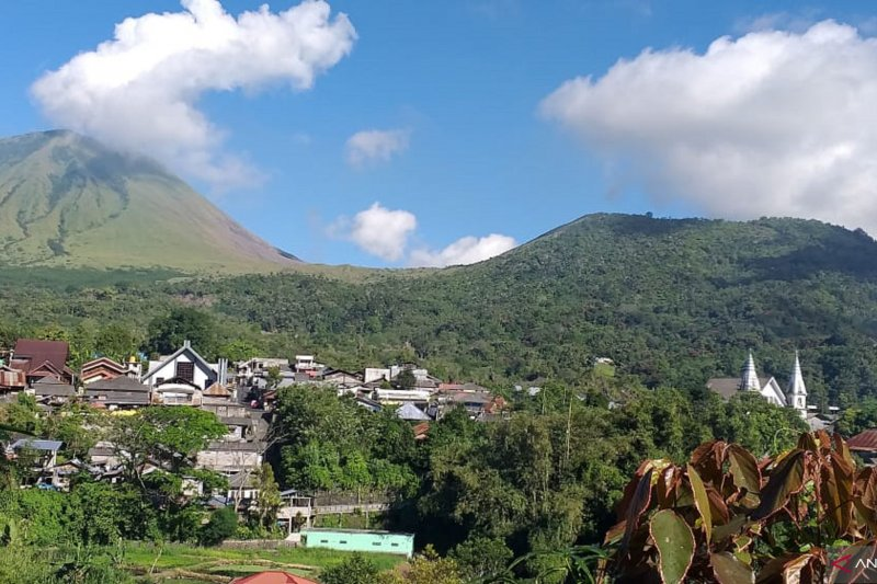 Sekda ingatkan aktivitas Gunung Lokon-Mahawu ancaman bencana di Tomohon