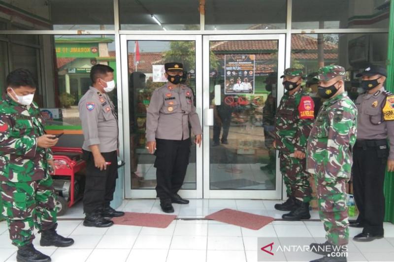 Polres dan Kodim 0736 Batang kampanyekan prokes melalui pemasangan spanduk